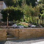 Zahrada ve svahu: jak na opěrné zídky?